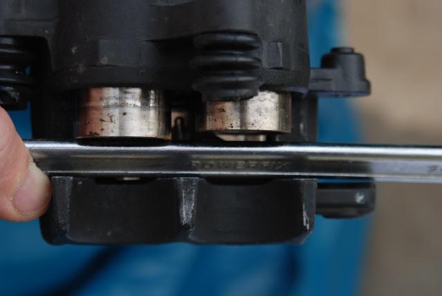 Rénovation des joints d'étrier de frein avant sur Suzuki GSX inazuma 750 Dsc_0141