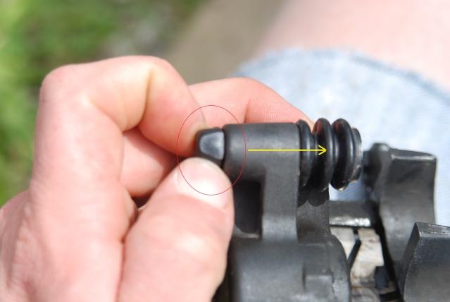 Rénovation des joints d'étrier de frein avant sur Suzuki GSX inazuma 750 Dsc_0153