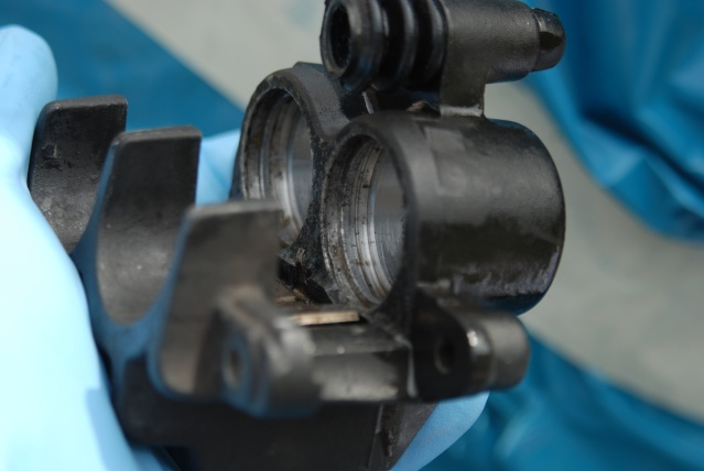 Rénovation des joints d'étrier de frein avant sur Suzuki GSX inazuma 750 Dsc_0154