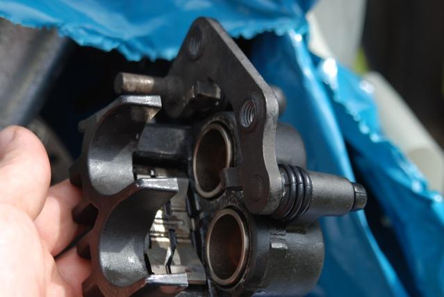 Rénovation des joints d'étrier de frein avant sur Suzuki GSX inazuma 750 Dsc_0159