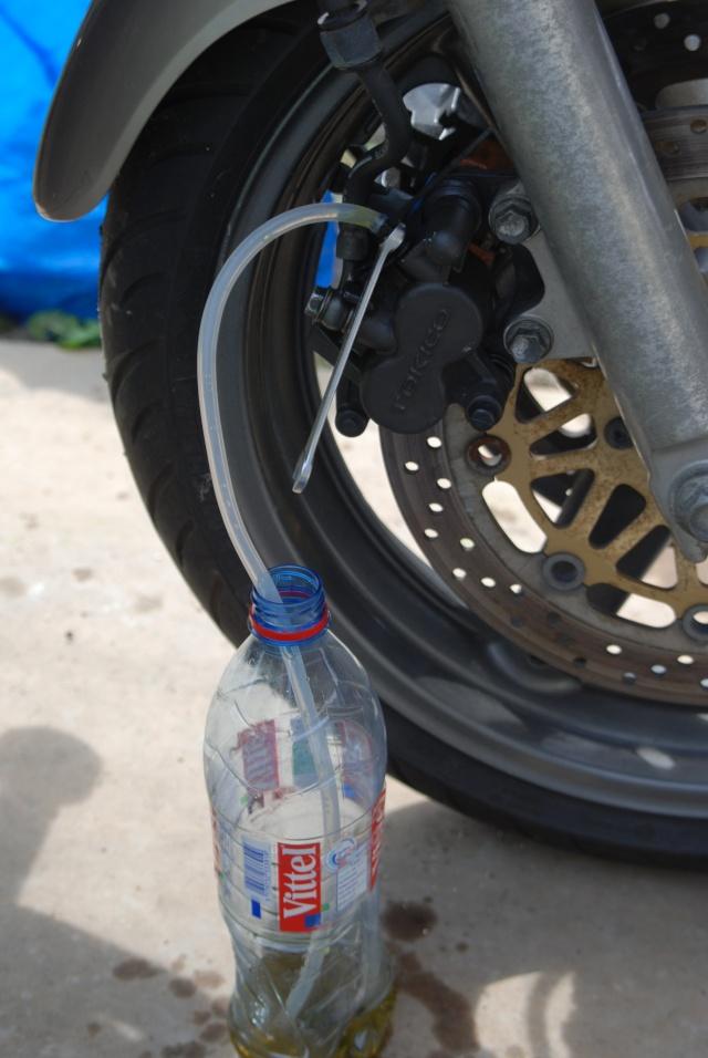 Rénovation des joints d'étrier de frein avant sur Suzuki GSX inazuma 750 Dsc_0161