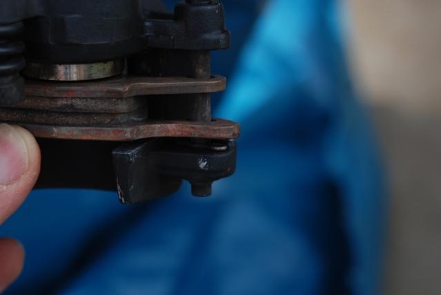 Rénovation des joints d'étrier de frein avant sur Suzuki GSX inazuma 750 Dsc_0165