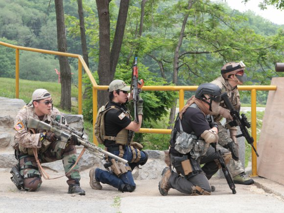Armées US et Coréennes ensemble pour de l'airsoft Size010