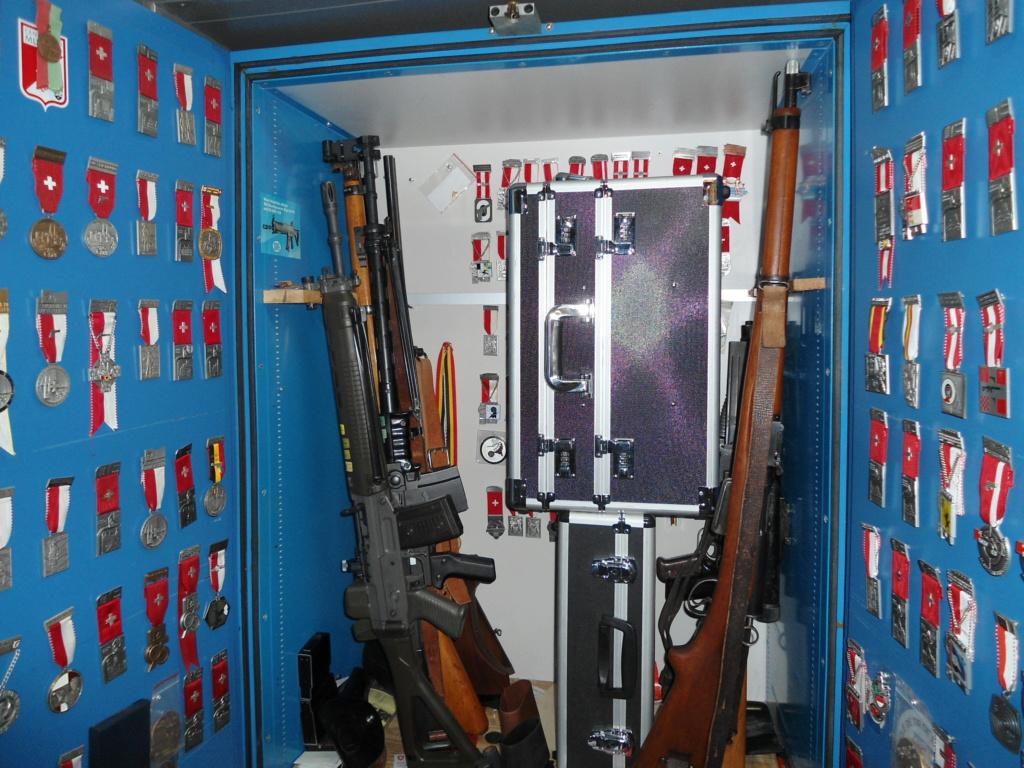Présentation murale de vos armes ? - Page 5 Coffre11
