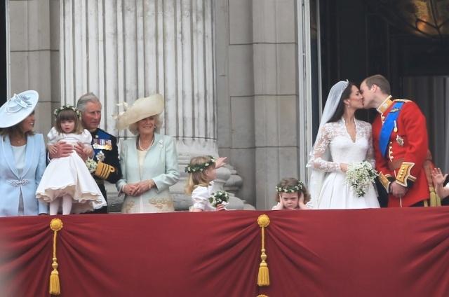 Royal wedding Oops..... Royal_12