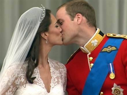 Kisses seal marriage of William and Kate  Tdy_ro10