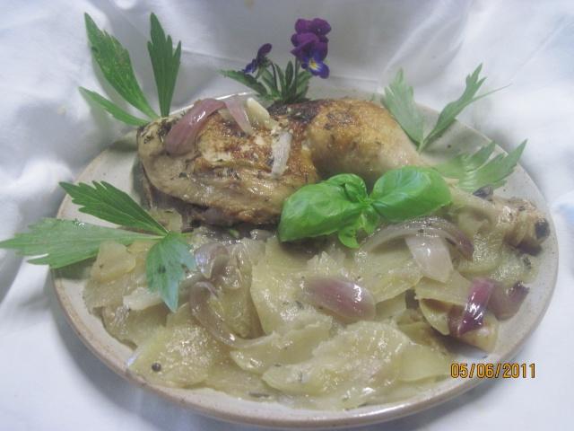 cuisses de poulet sur un lit de pommes de terre cuit  à l'étouffée Cuisse26