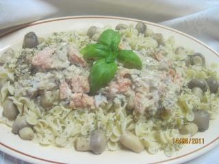 Pâte au poissons et champignons, en sauce Pate_a11