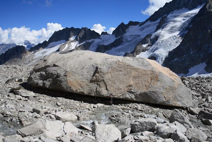Photos de blocs et rochers dans le massif ou la vallée. Petit-10