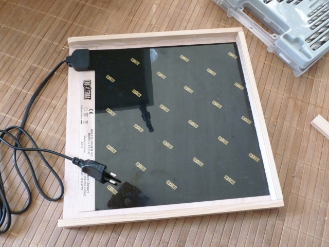 (Installation tapis chauffant intèrieur) Comment passer le cablage (avec la prise)? P1010213