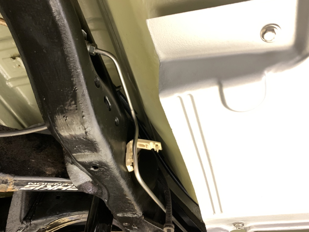 Questions about fuel and brake lines along frame. 8e152310