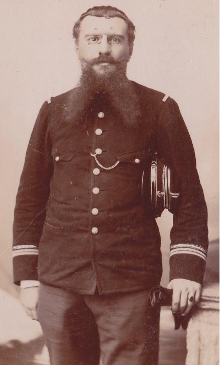 Identification tunique sur photo / Infanterie de marine - coloniale ?? Sans_t10
