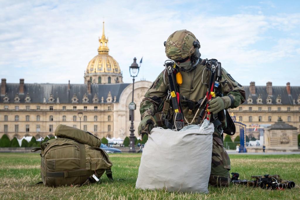 Les GCP du 1er para ont sauté sur les Invalides à Paris. 10816110