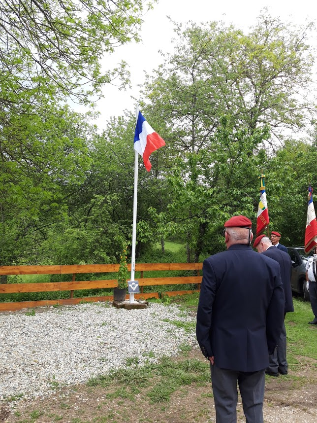 L'Union nationale des parachutistes a honoré Roger Cathala 20190510