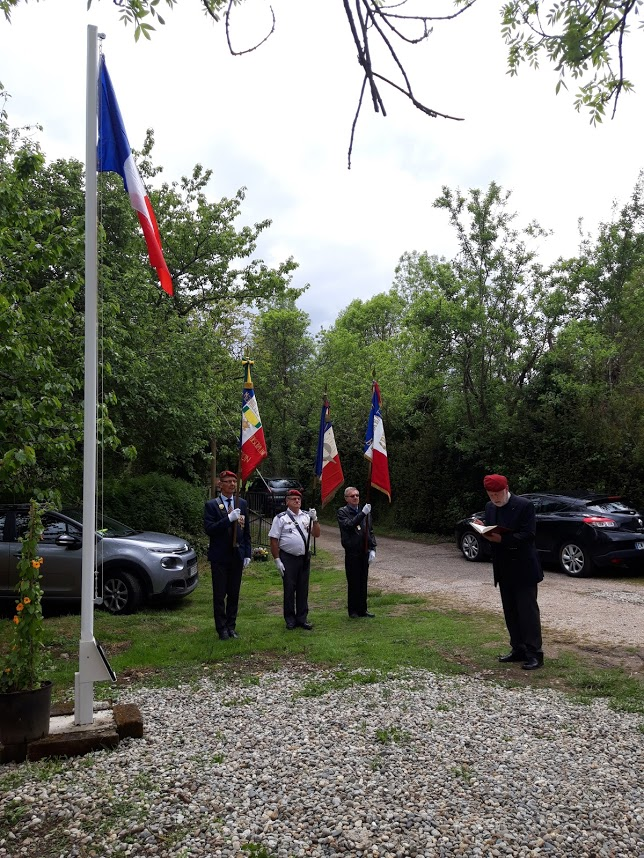 L'Union nationale des parachutistes a honoré Roger Cathala 20190511