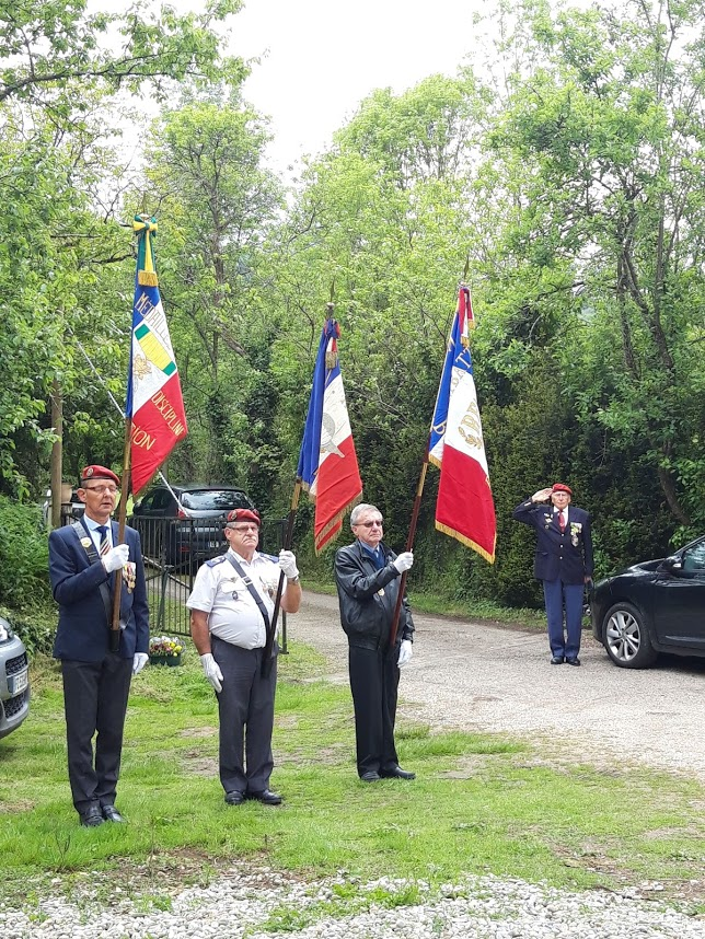 L'Union nationale des parachutistes a honoré Roger Cathala 20190512
