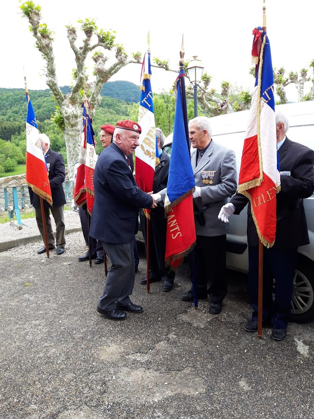 L'Union nationale des parachutistes a honoré Roger Cathala 20190516