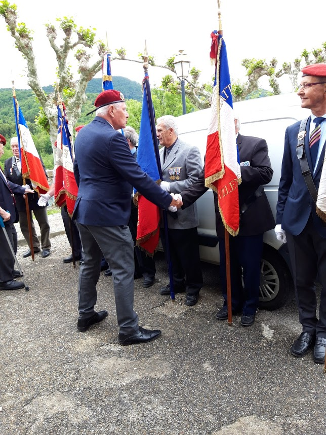 L'Union nationale des parachutistes a honoré Roger Cathala 20190517