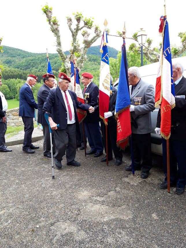 L'Union nationale des parachutistes a honoré Roger Cathala 20190518