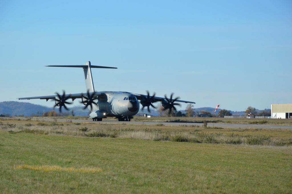 l'A400M essaie le piste de l'aérodrome de Pamiers les Pujols (09) Dsc_5410