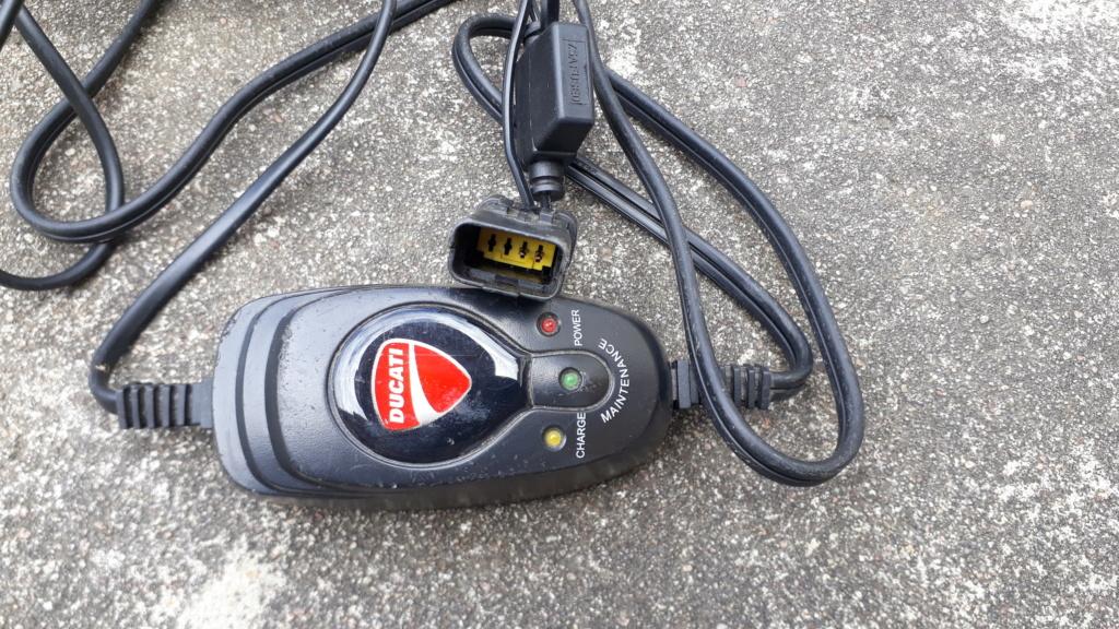 Chargeur batterie Ducati [vendu] 20200613