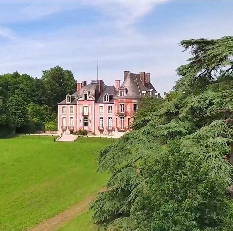 Les Chateaux Français 13590310