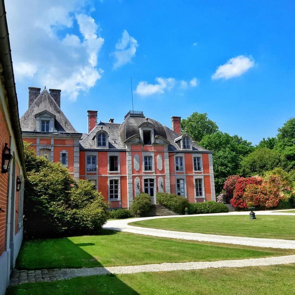 Les Chateaux Français 33782010