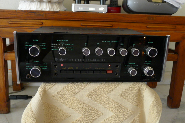 Mcintosh C-32 Stereo Preamplifier (Used) SOLD P1140963