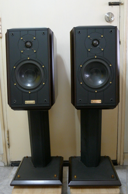 Ruark Equinox Two-way Bookshelf Speakers (Used) SOLD P1150210