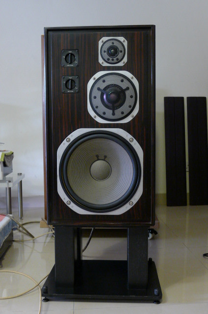 Yamaha Deluxe Version NS-1000 Loudspeakers, Luxury Ebony Wood (Used) SOLD P1150717