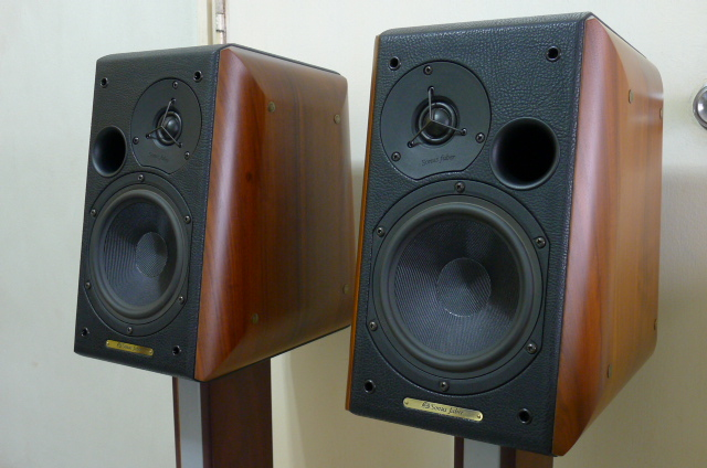 Sonus Faber Concerto Home Bookshelf Loudspeakers with Stands (Used) SOLD P1150730