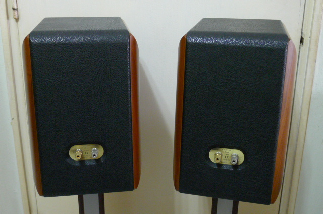 Sonus Faber Concerto Home Bookshelf Loudspeakers with Stands (Used) SOLD P1150732