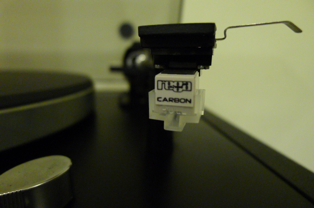 Thorens TD-147 Belt-Drive Turntable with new Rega Carbon MM Cartridge (Used) P1150825