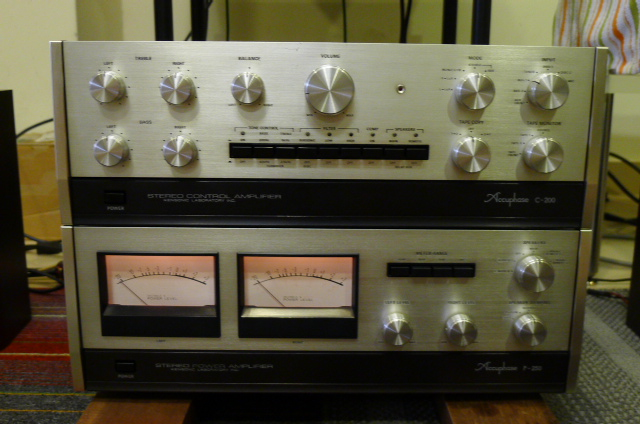 Accuphase C-200 Preamp with P-250 Power Amp (Used) P1160510