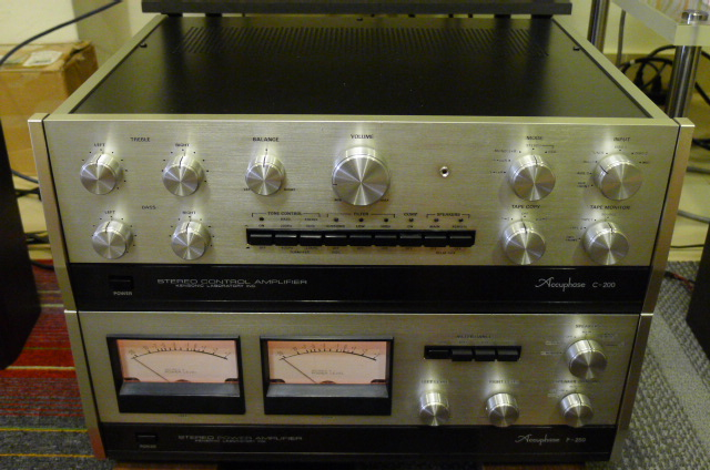 Accuphase C-200 Preamp with P-250 Power Amp (Used) P1160511