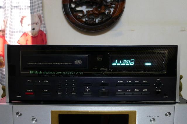Mcintosh MCD7005 CD Player (used) P1160640