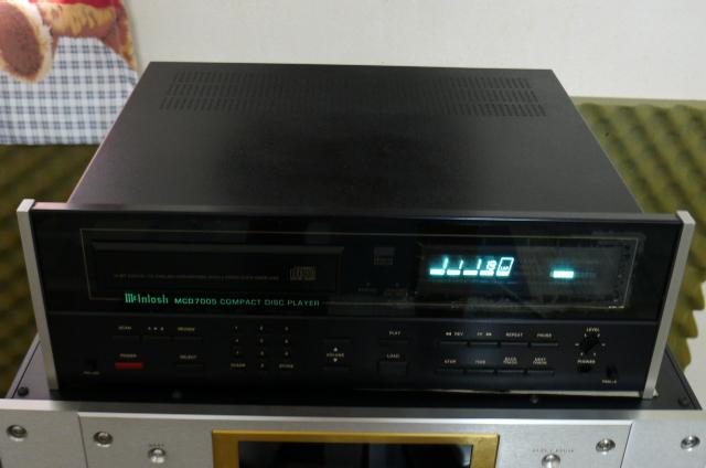 Mcintosh MCD7005 CD Player (used) P1160642