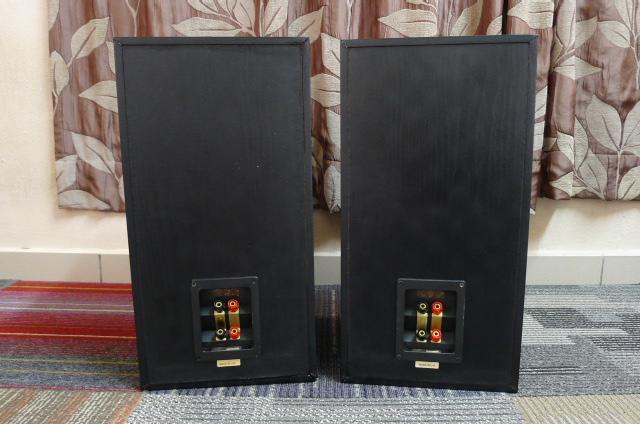 KEF Uni-Q Q60 Bookshelf Speakers (Used) P1160811