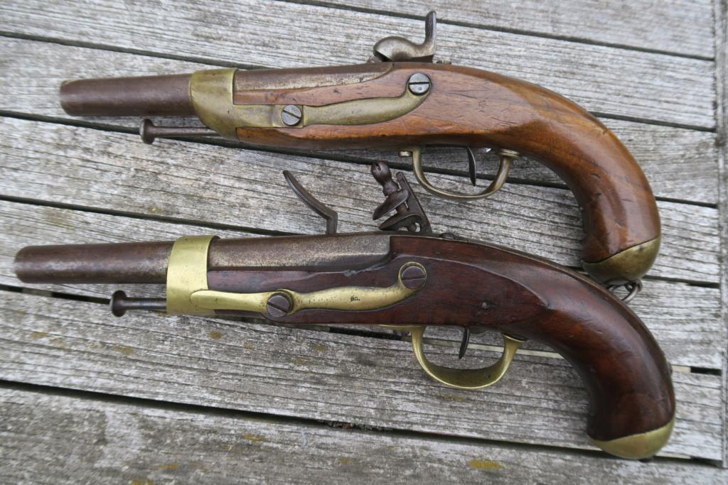 Identifiation pistolets XIXè ??? Img_1223