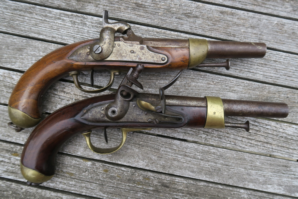 Identifiation pistolets XIXè ??? Img_1224