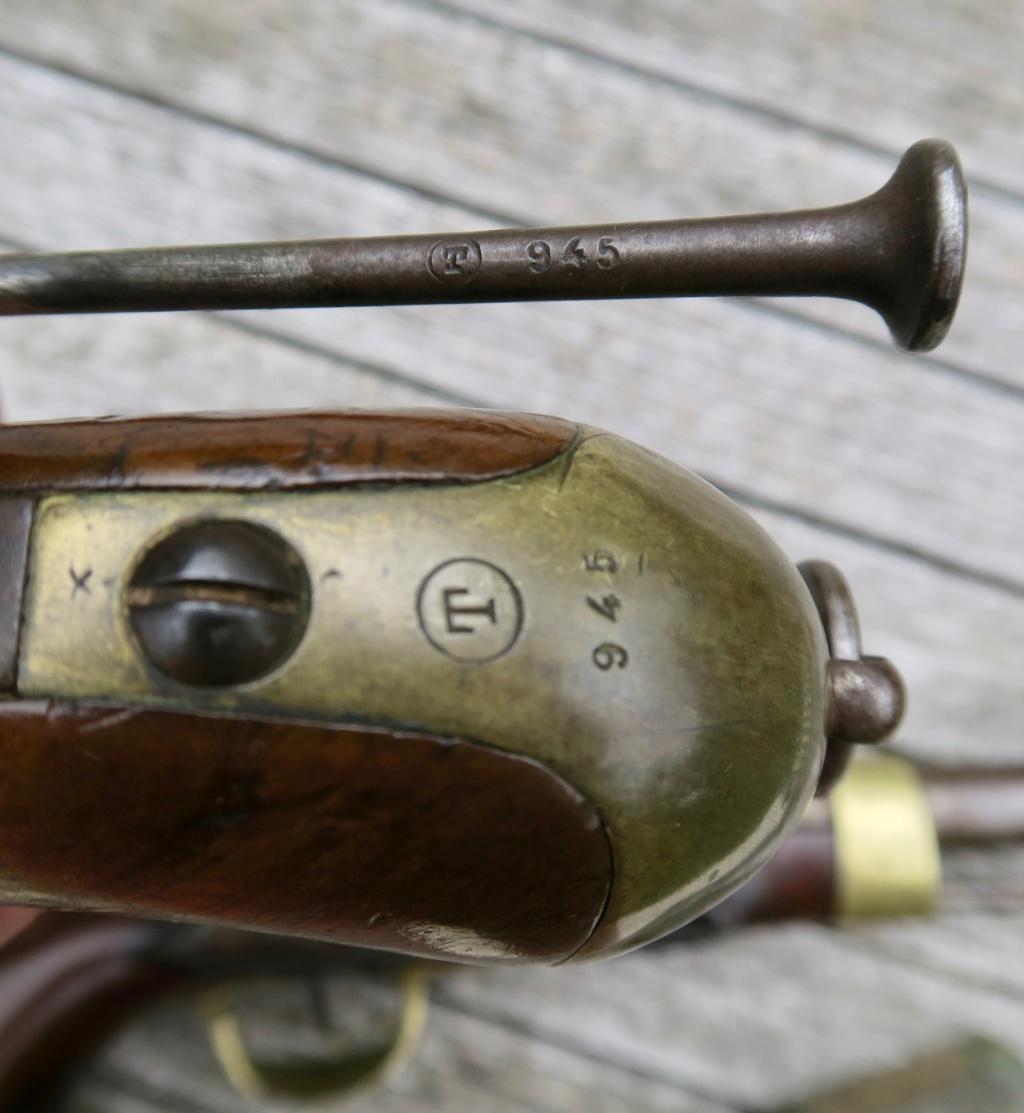 Identifiation pistolets XIXè ??? Img_1228