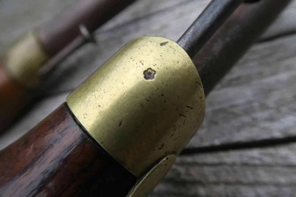 Identifiation pistolets XIXè ??? Img_1231