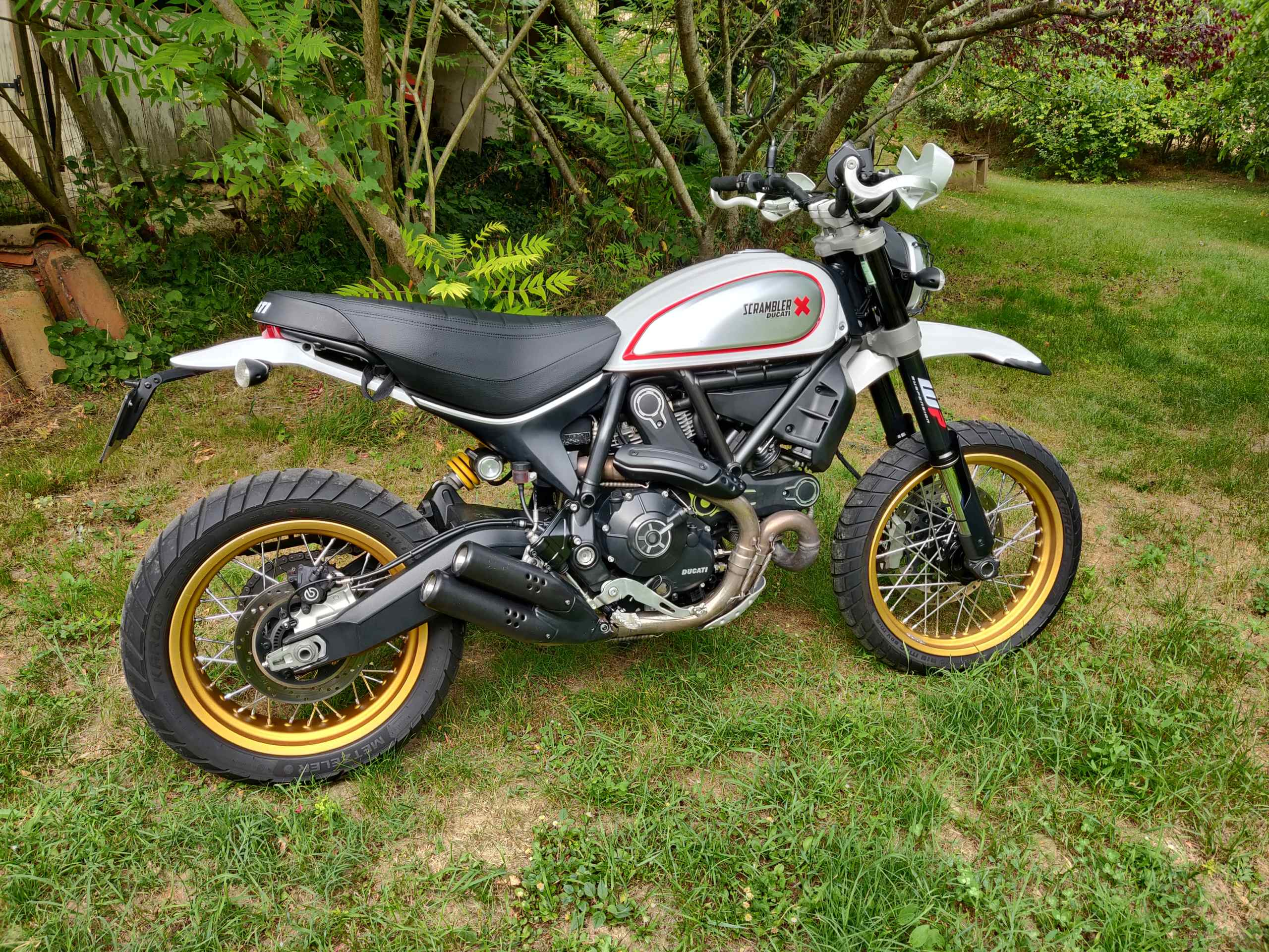 [ vendue ] Ducati scrambler Desert Sled Img_2012