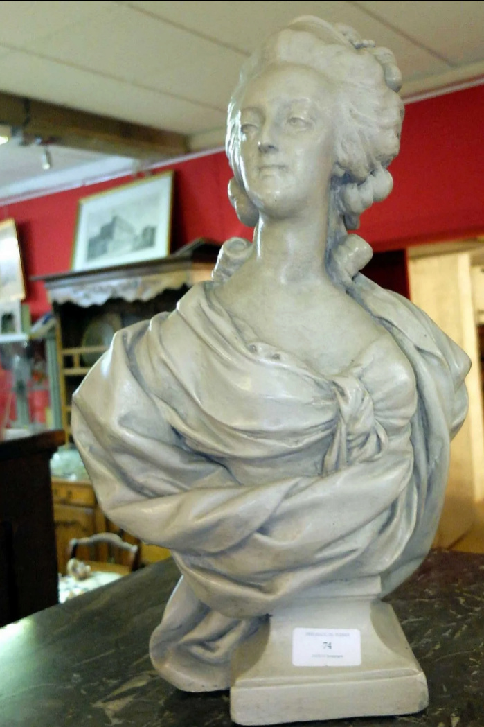 A vendre: bustes Marie Antoinette - Page 10 Zducre12