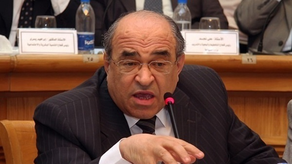 الدكتور مصطفى الفقي يفجر مفاجأة: فيروس كورونا تم تصنيعه في المعامل ولم يأتِ بالصدفة أو عن طريق الخطأ وإنما كان مقصودًا 15210