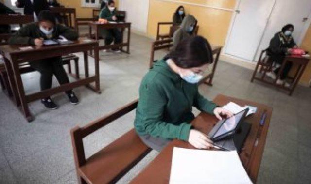 التعليم: الامتحان الإلكترونى يحفظ ويتم إرساله تلقائيا بعد انتهاء الإجابة عن الأسئلة 392