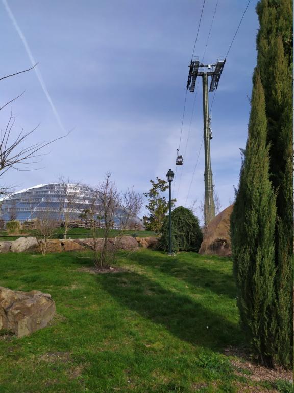 Télécabine débrayable (TCD8) Nuage de Beauval – Zoo de Beauval Img_2012