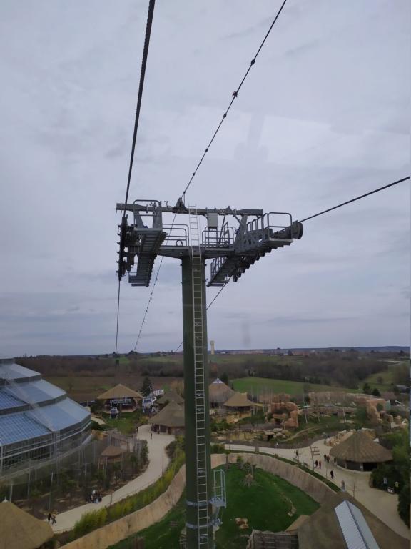 Télécabine débrayable (TCD8) Nuage de Beauval – Zoo de Beauval Img_2026