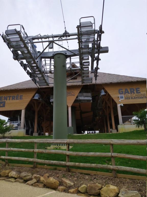 Télécabine débrayable (TCD8) Nuage de Beauval – Zoo de Beauval Img_2039