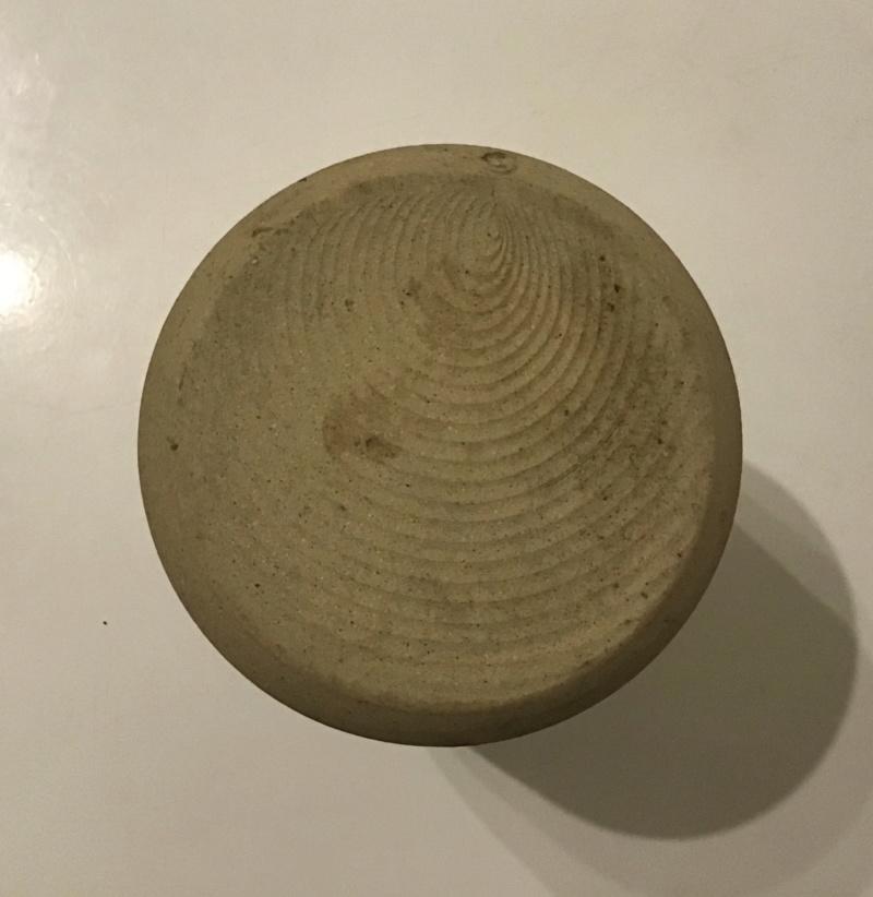 Old school, beige, vase - swirl mark - Gordon Menzies, Iona Pottery  32752810